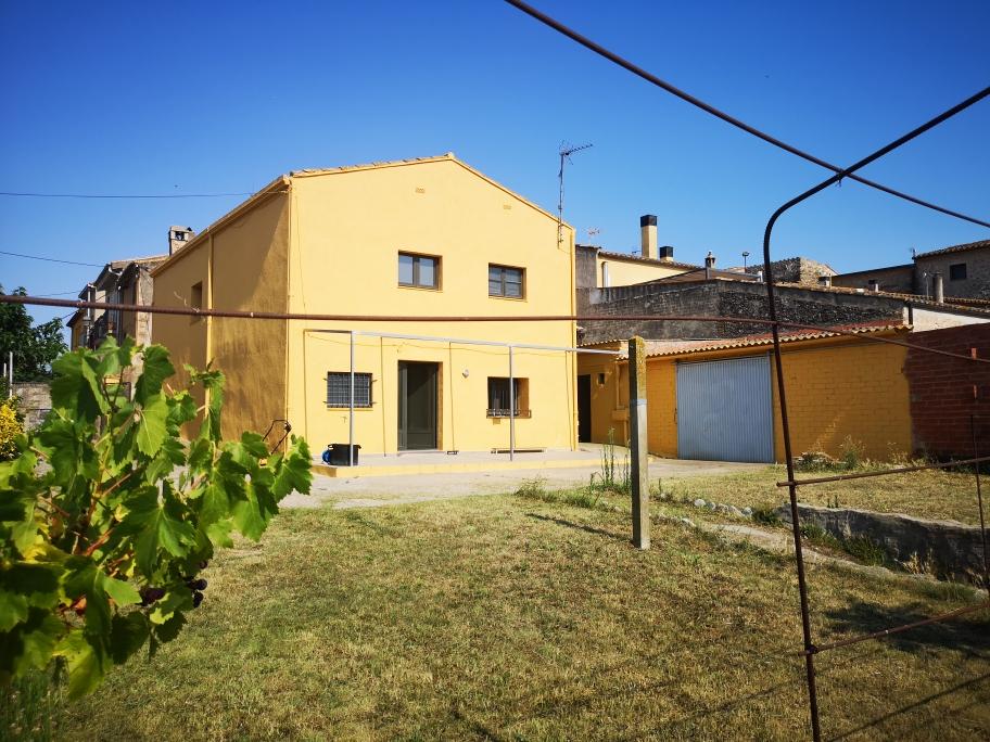 Ref. 78 – Casa de poble amb jardí